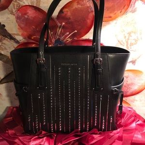 🌹Michael Kors Voyager Black Silver Studded Tote🌹